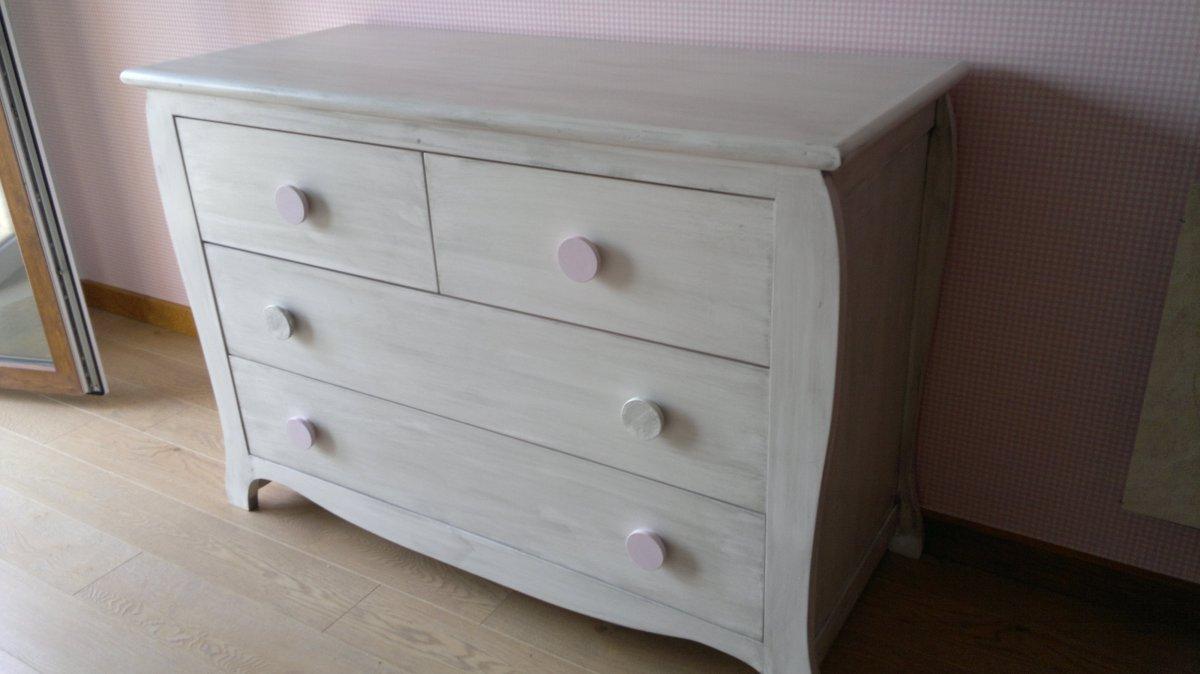 Cama y c moda curvas pintadas en blanco patinado en gris muebles artesa - Comodas pintadas ...