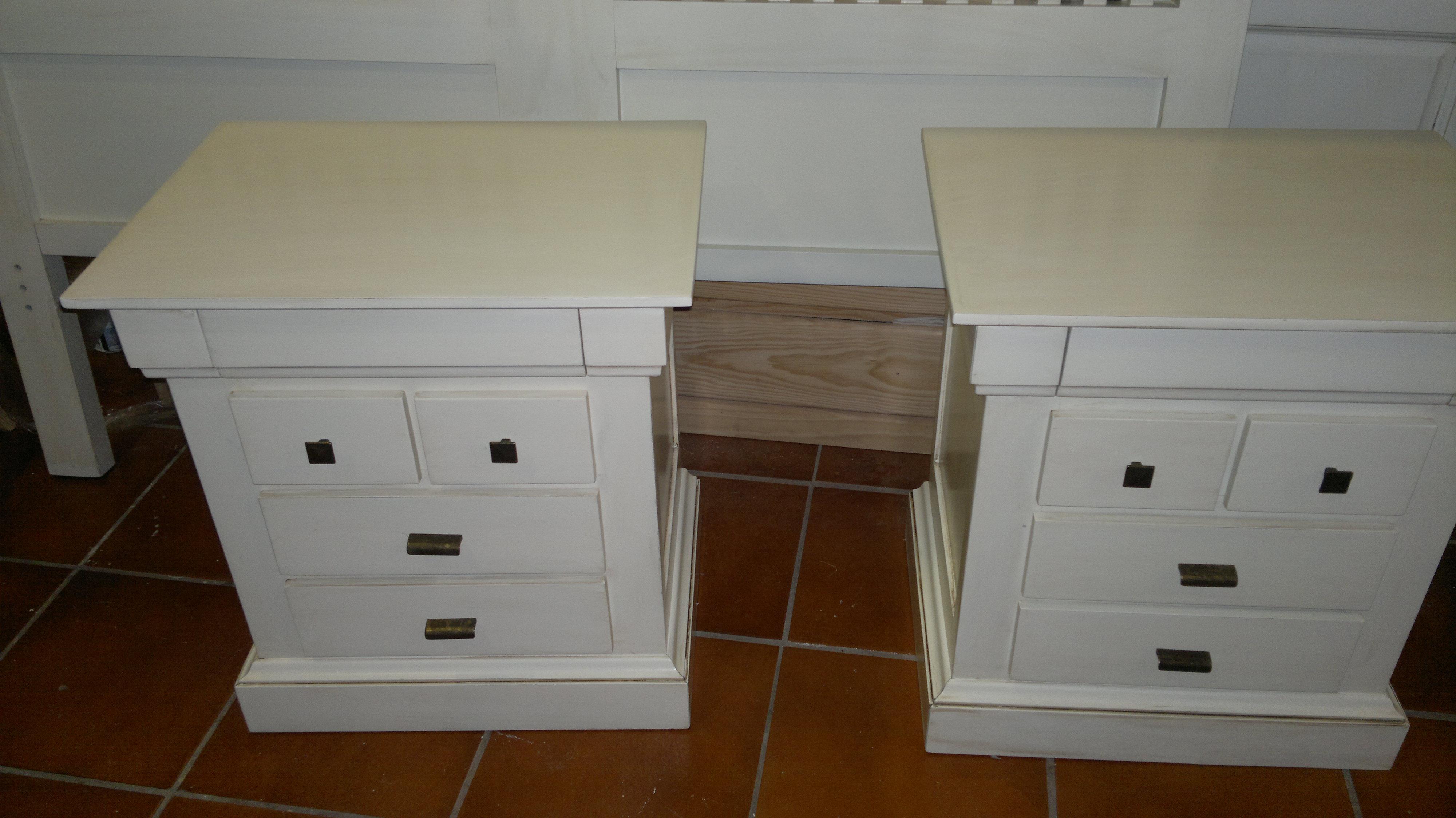Como pintar un mueble de blanco retoques en un mueble for Pintar muebles barnizados