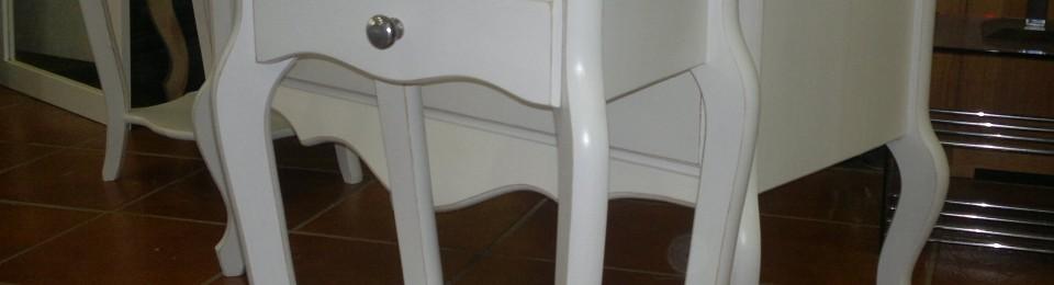 Cómoda y mesillas con pata curva