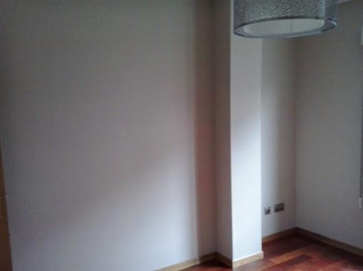 Espacio para armario semi empotrado en habitación