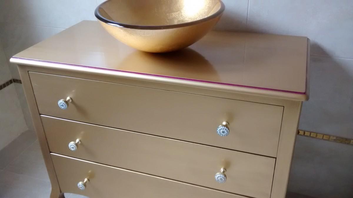 Un mueble de ba o original muebles artesa for Pintar un mueble de blanco