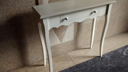 combinando madera y blanco roto, muebles de salón  Muebles Artesa