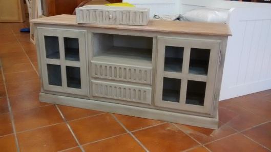 mesa tv dos puertas 2 cajones