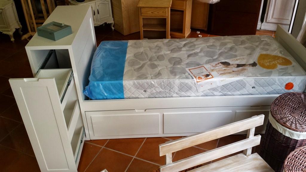 cama nido tiene de original el ba l cabecero con dos